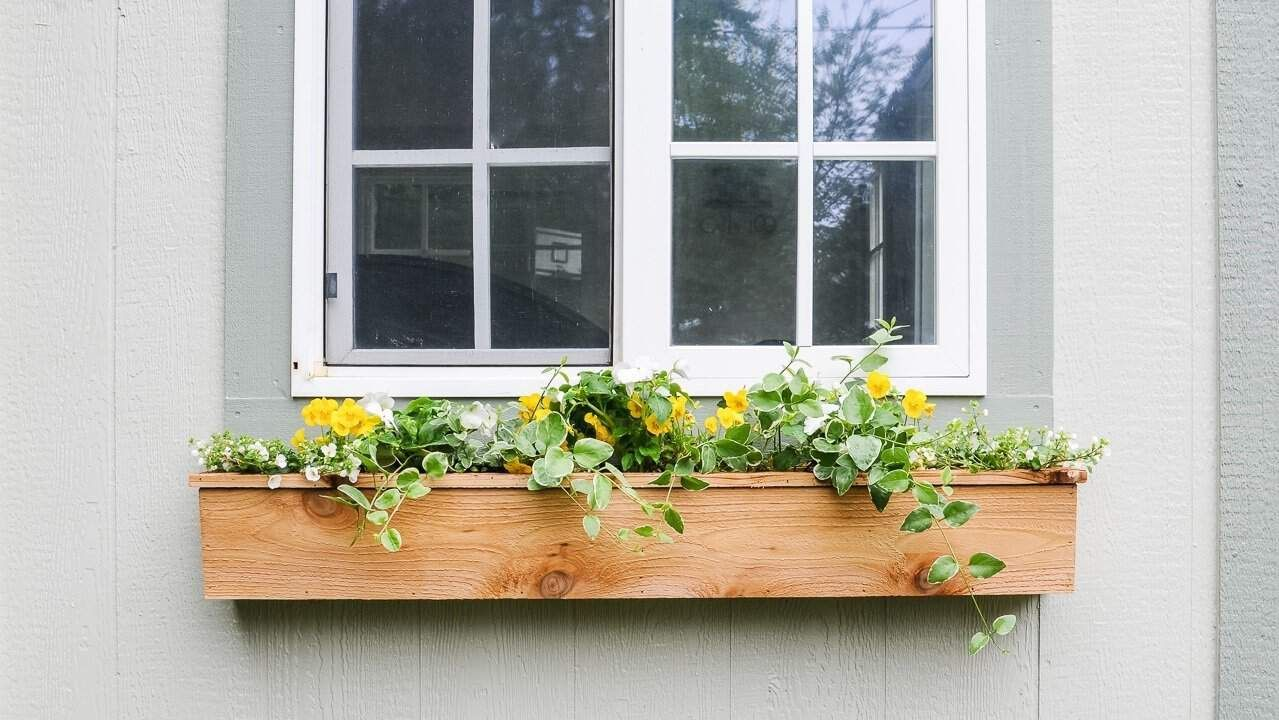 Easy 15 Fixer Upper Style Diy Cedar Window Boxes Window Box