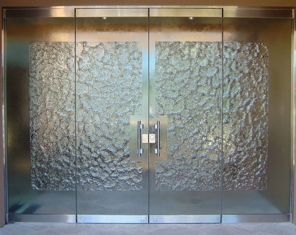 Stone frameless glass doors by sans soucie create privacy for Glass door in front of front door