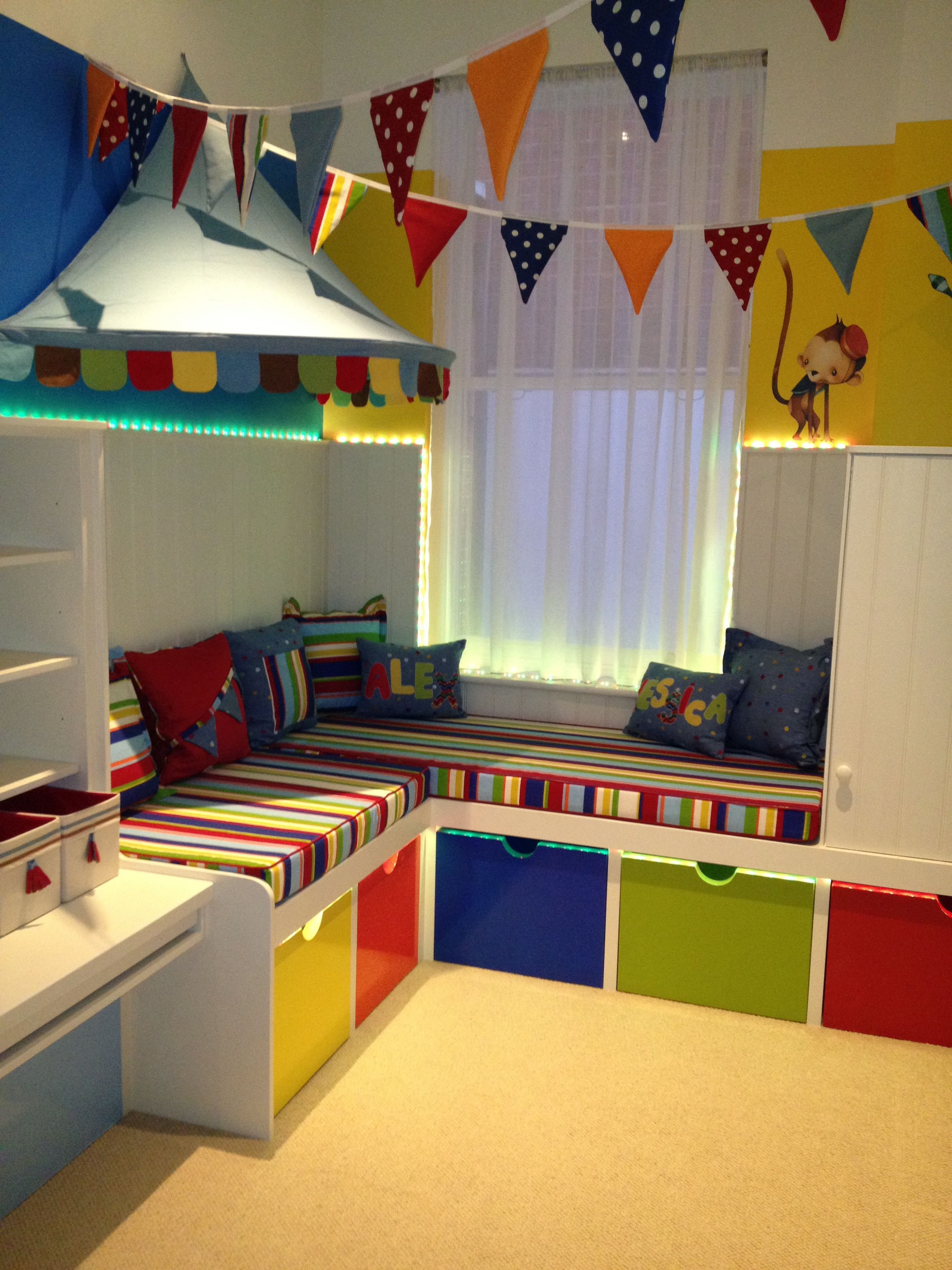 Pendant Banner Across Room Ends Tied To O Rings Secure Onto Cup Hooks Children S Playroom London Aus Camerette Idee Letto Organizzare La Camera Dei Bambini