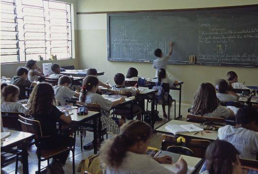Crianças na escola.