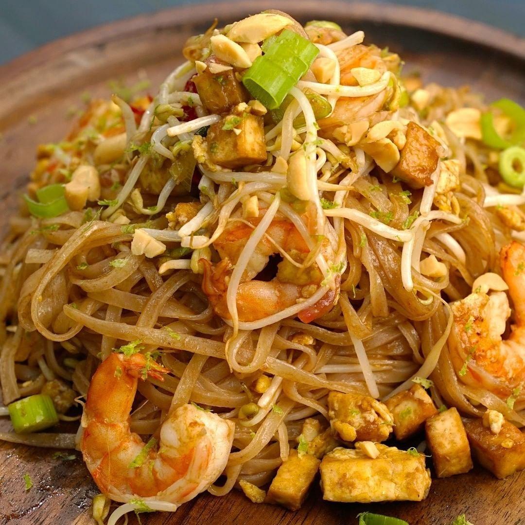 Ricetta Noodles Giapponesi Pollo.Vi Ricordate Quando Giusyferreriofficial E Babykmusic Dicevano Che Avrebbero Volato Da Roma A Bangkok Cercand China Food Indian Food Recipes Cooking Recipes