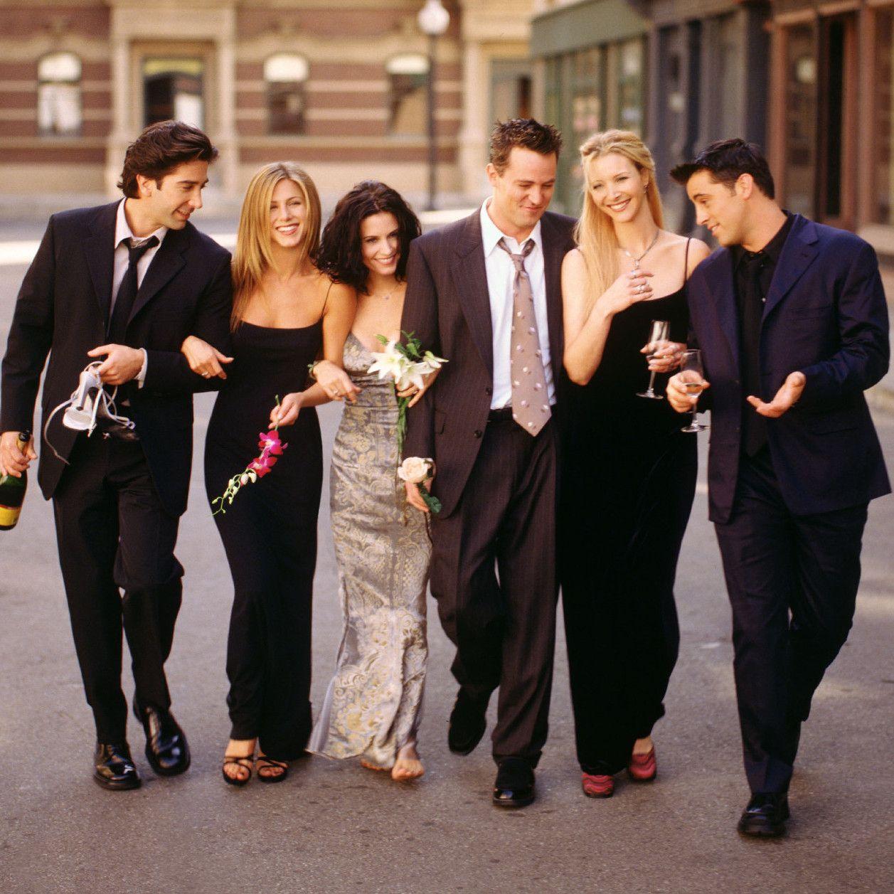 Friends So Haben Sich Die Serienstars In 25 Jahren Verändert In 2020 Friends Fernsehen Freunde Wallpaper Darsteller