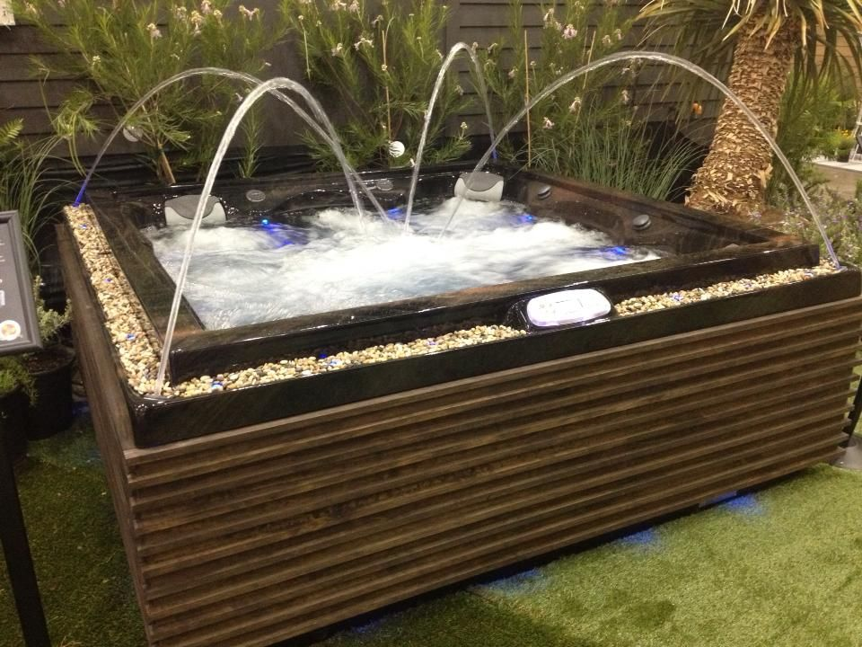 Our latest custom #UrbanSeries tub! If you\'re in the #LosAngeles ...