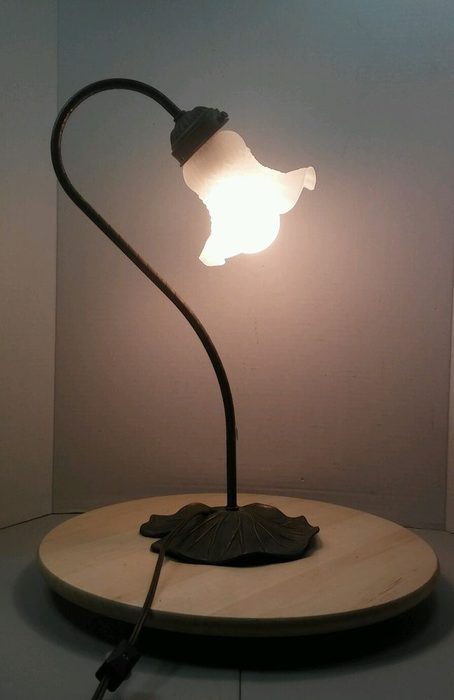 Vintage Lily Pad Table Lamp Frosted Gl Ruffled Tulip Shaped Shade
