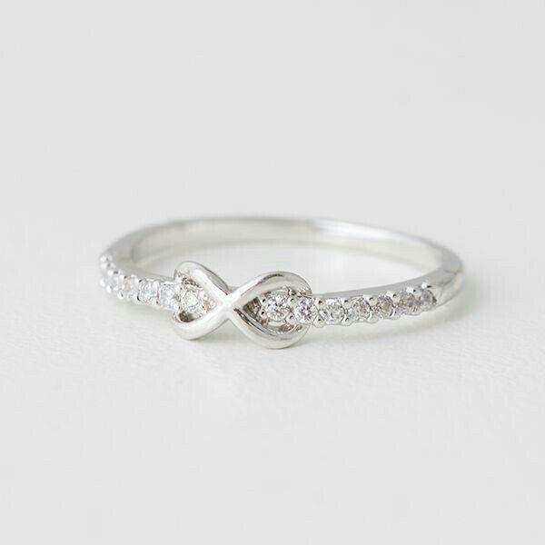 Anel Com Pedras De Diamantes Rarissimas Fotografia De
