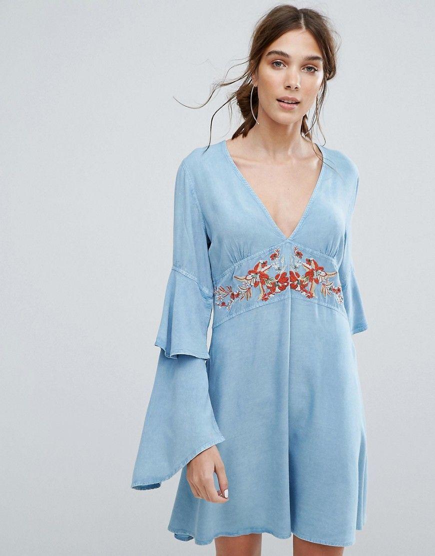 ... de Neon Rose ahora! Haz clic para ver los detalles. Envíos gratis a  toda España. Vestido de tarde con cuello en V, bordados florales y capa de  volantes ...