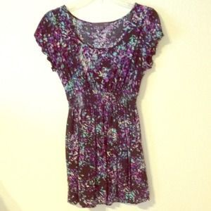 I just discovered this while shopping on Poshmark: Artsy Print Dress. Check it out!  Size: M