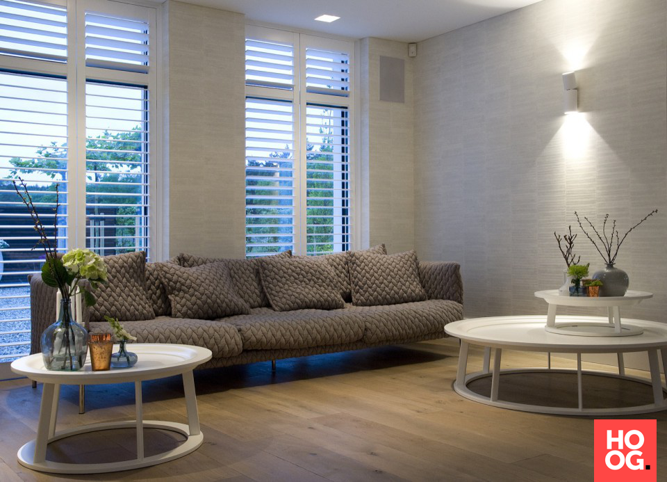 Moderne woonkamer met houten vloeren woonkamer ideeen living