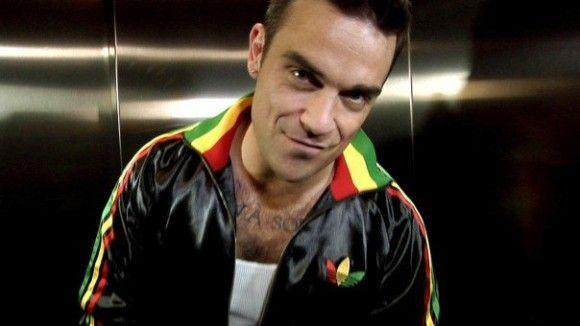 Dámy, prihlásite sa? Robbie Williams chystá nový videoklip, v ktorom by chcel mať dve ženy vo veku od 18 do 30 rokov. Musia mať dlhé vlasy a byť ochotné sa navzájom vášnivo bozkávať. Viac na http://tvnoviny.sk/sekcia/soubiz/archiv/robbie-williams-hlada-do-klipu-mozno-aj-vas-splnate-podmienky.html (Foto: Facebook)