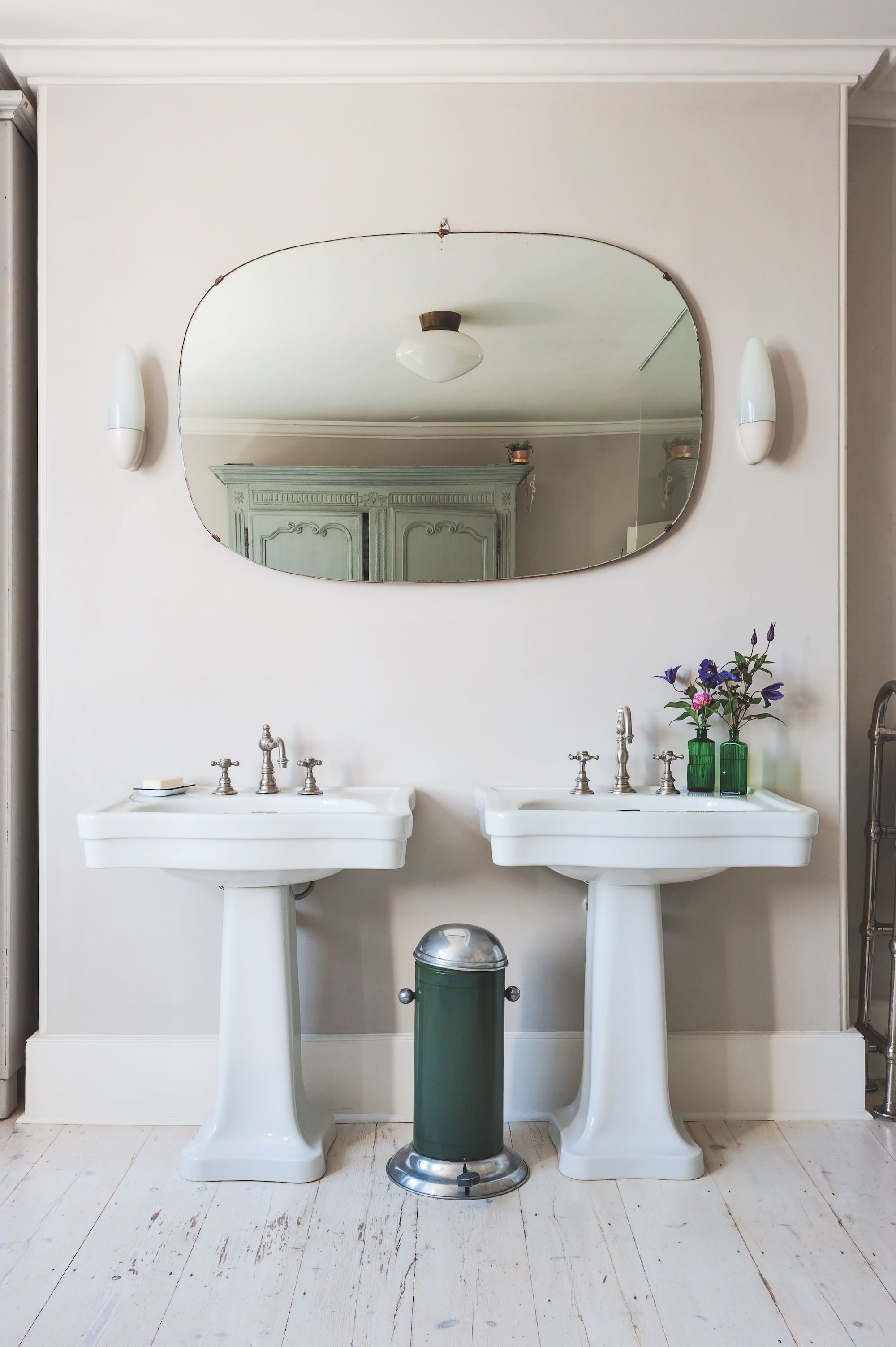 Bathroom Of The Week: A Romantic London Bath Made From Vintage Parts    Remodelista