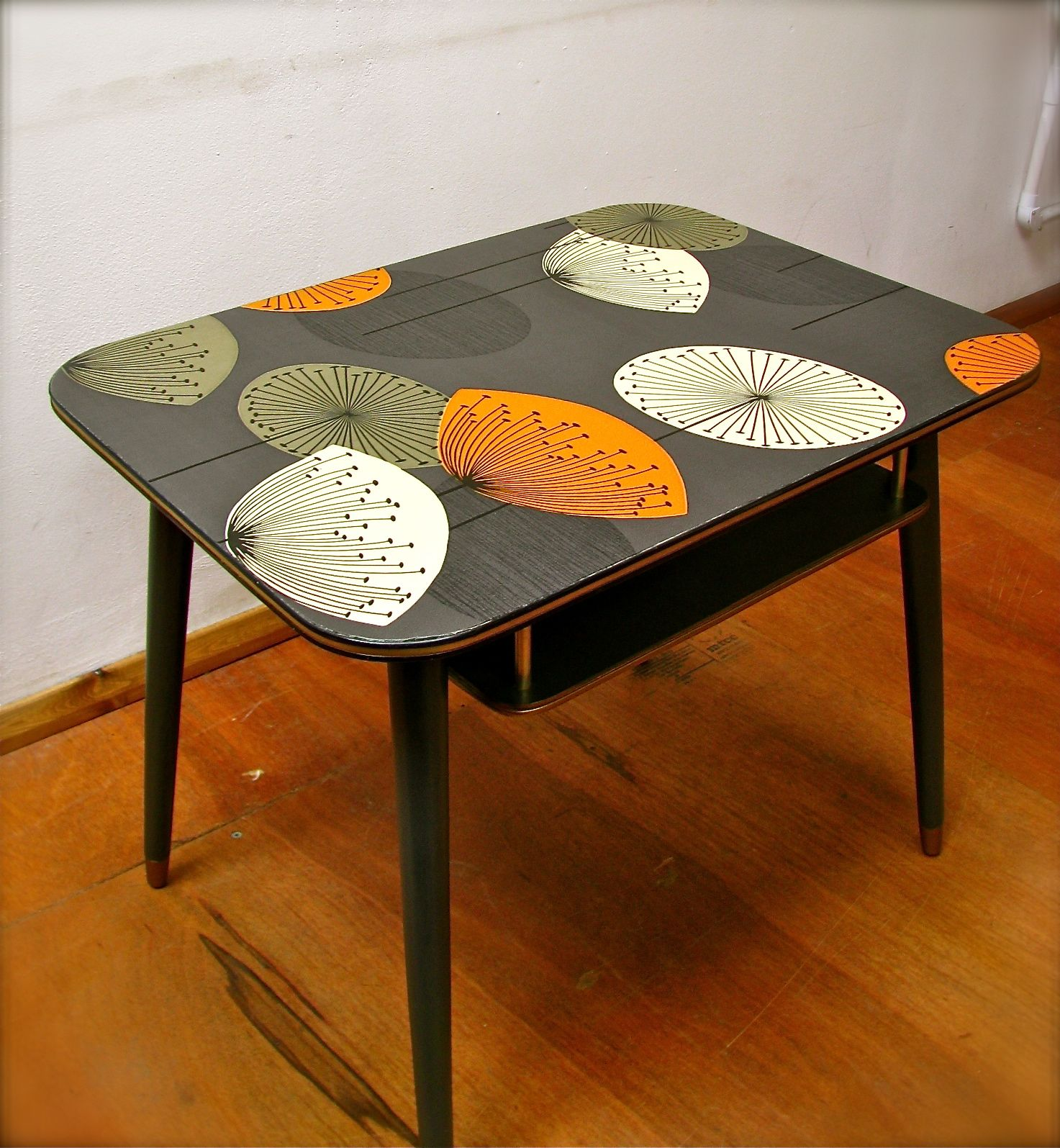 Beautiful Retro Table   Sanderson | Polliander