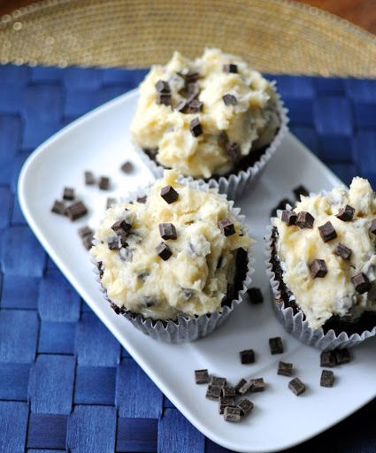 Chocolate Chip Cookie Dough Cupcakes #chocolatechipcookiedough