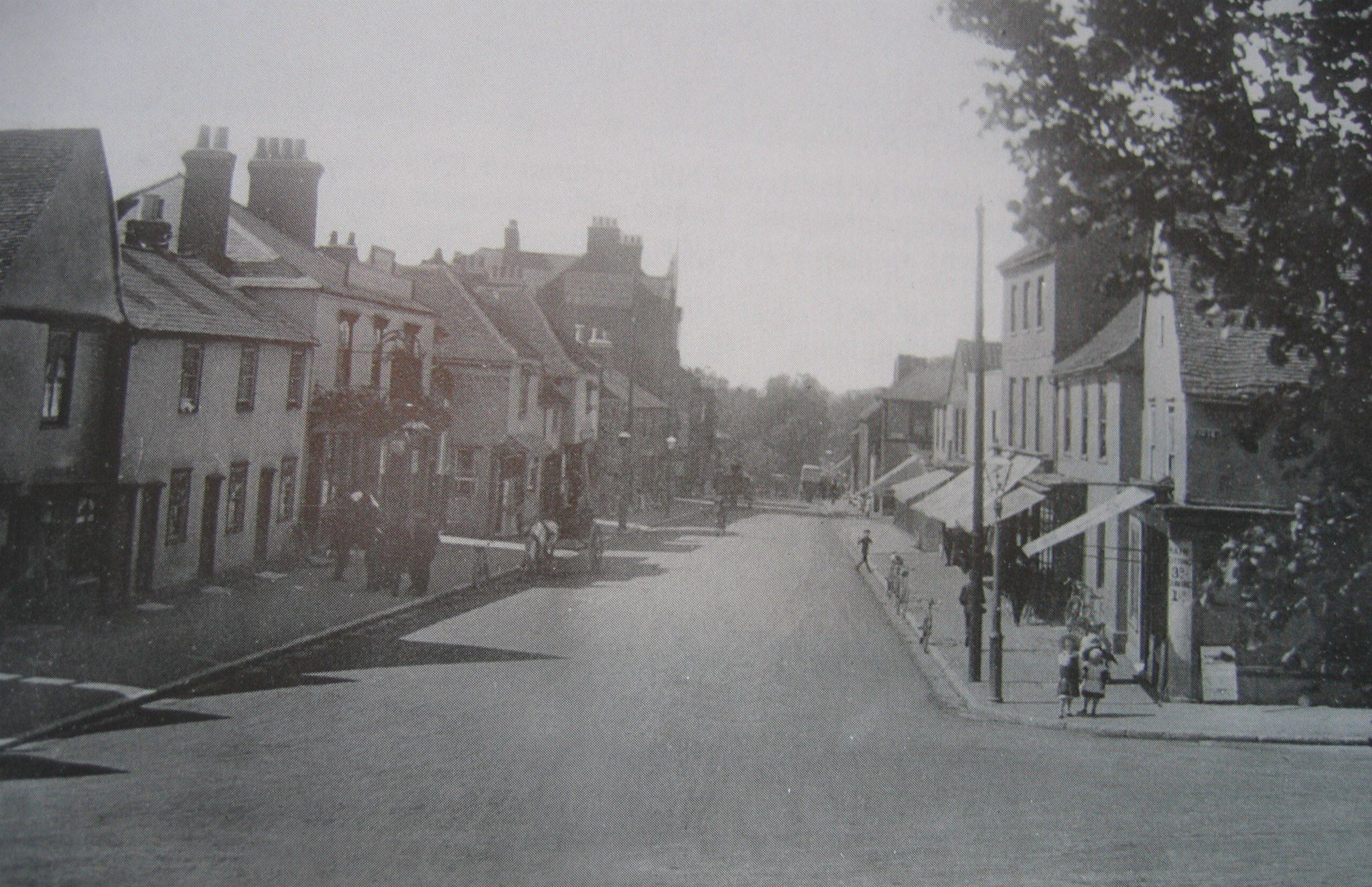 North Street Now Victoria Avenue Prittlewell Church On Your Right Behind The Shops Southend On Sea London Places Southend