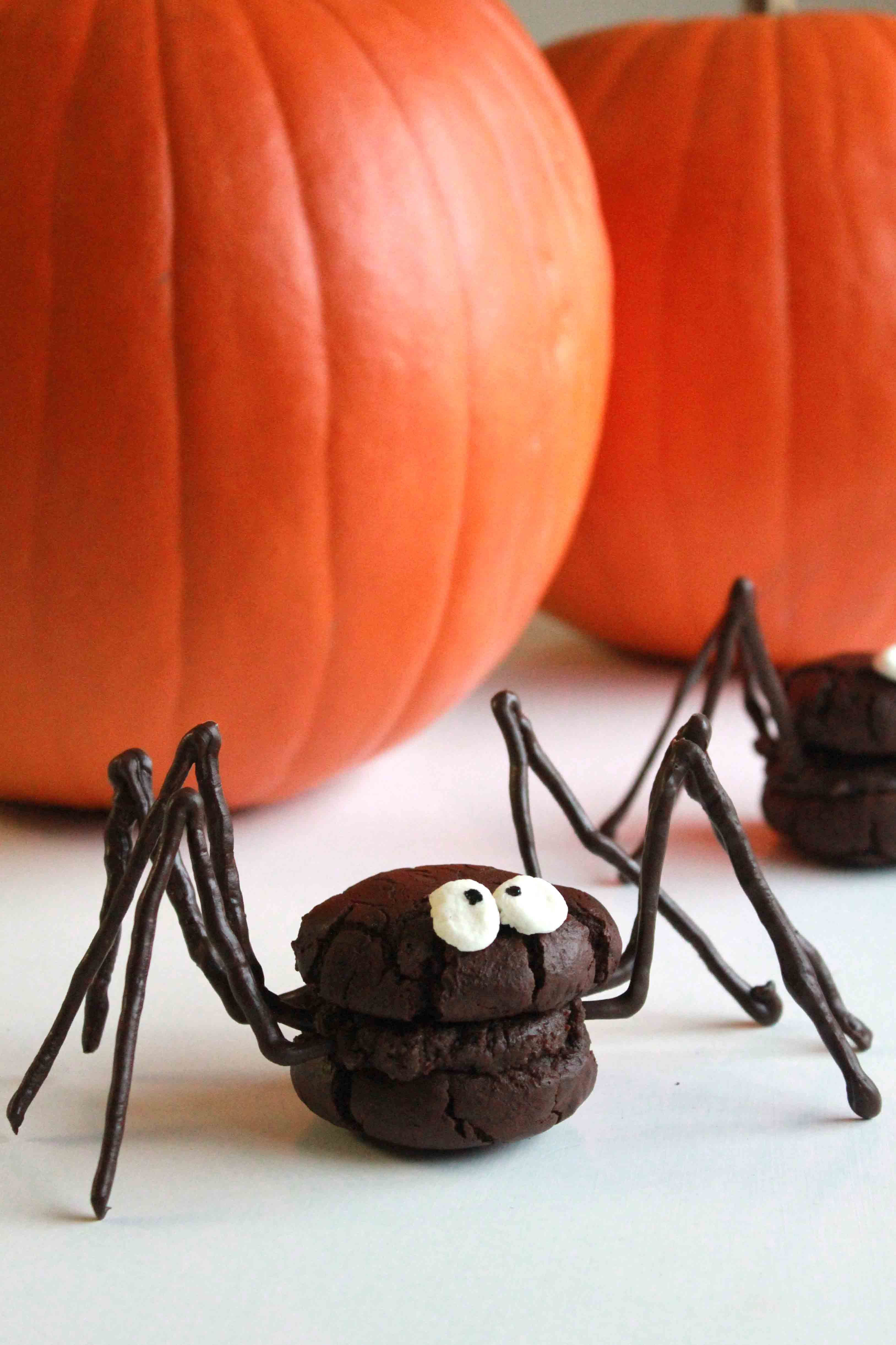 Spider Whoopie Pie~ Some younger children may love the looks of these whoopie pies while others might be quite scared