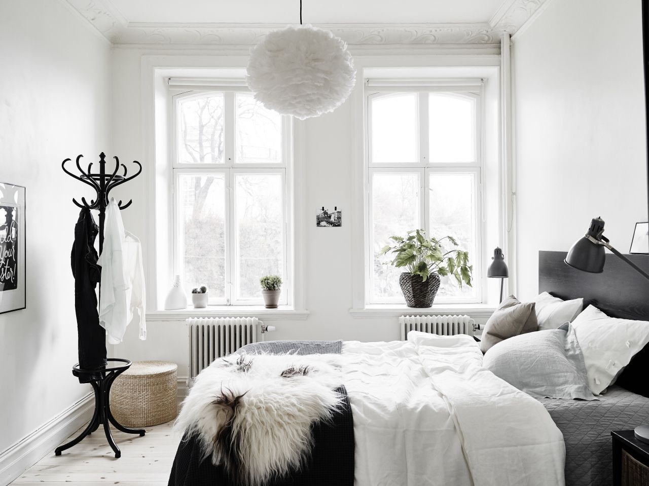 Small Black And White Bedroom Yep De Lamp Please Vita Eos Feather Lamp Fits Perfectly To
