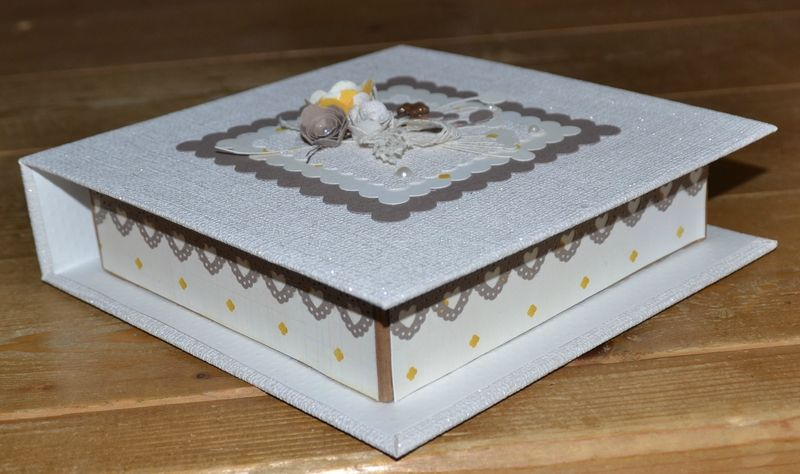 Tuto boite livre scrap et toiles de mariecey boite - Tuto boite en carton ...