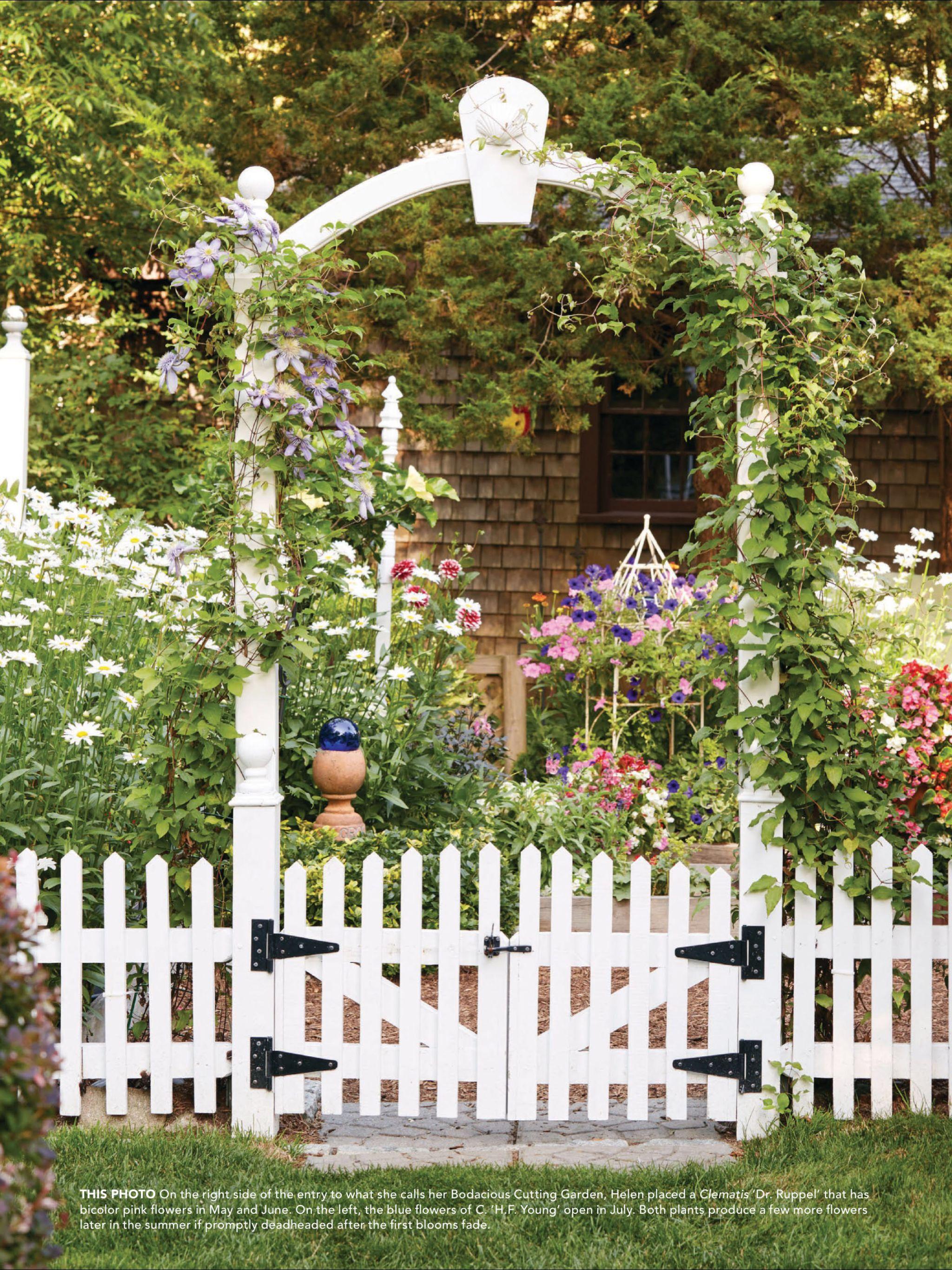 A Personal Touch De Country Gardens Magazine Automne 2017 Lisez Le Sur L Appli Texture Qui Vou Wooden Garden Gate Traditional Garden Cottage Garden Design