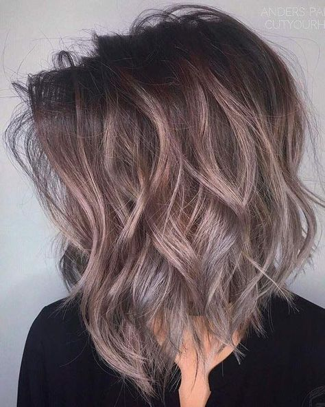 Pretty Medium Wavy Hair Styles Shoulder Length Haircut For Women Hair Styles Long Hair Styles Beach Wave Hair