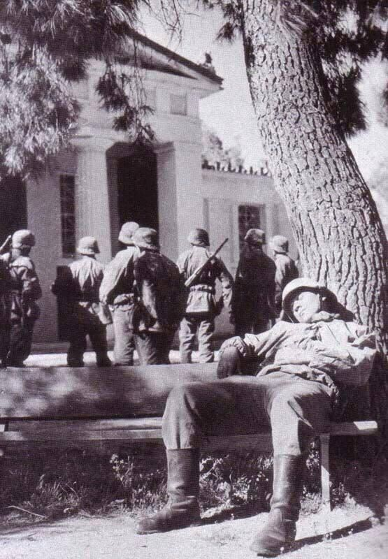 Soldados alemães na Grécia em 1941.