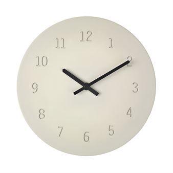 Veggklokken Time fra Broste Copenhagen blir en vakker og praktisk detalj på veggen. Klokken er laget i betong med sorte visere og tydelige tall. Den har et moderne, stilrent design men føles samtidig litt rustikk. En veggklokke som passer i de fleste hjem og som enkelt matches med øvrig innredning!