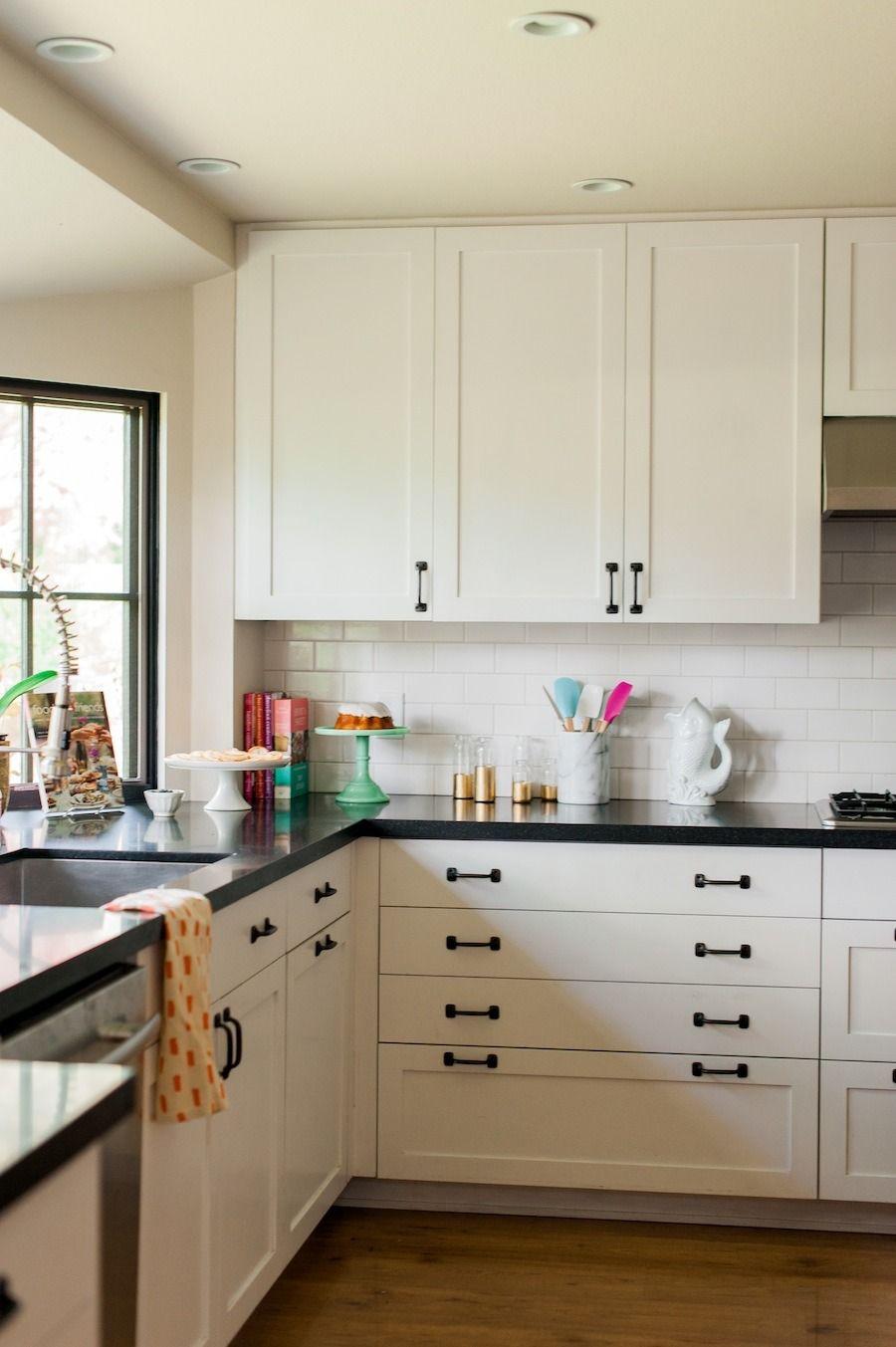 Download Wallpaper Black Kitchen Hardware On White Cabinets