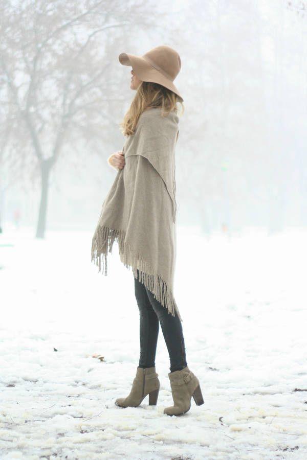 Stylist Tips on How to Wear Fringe   Fringe Shawl + Skinny Jeans + Ankle Boots http://effortlesstyle.com/wear-fringe/