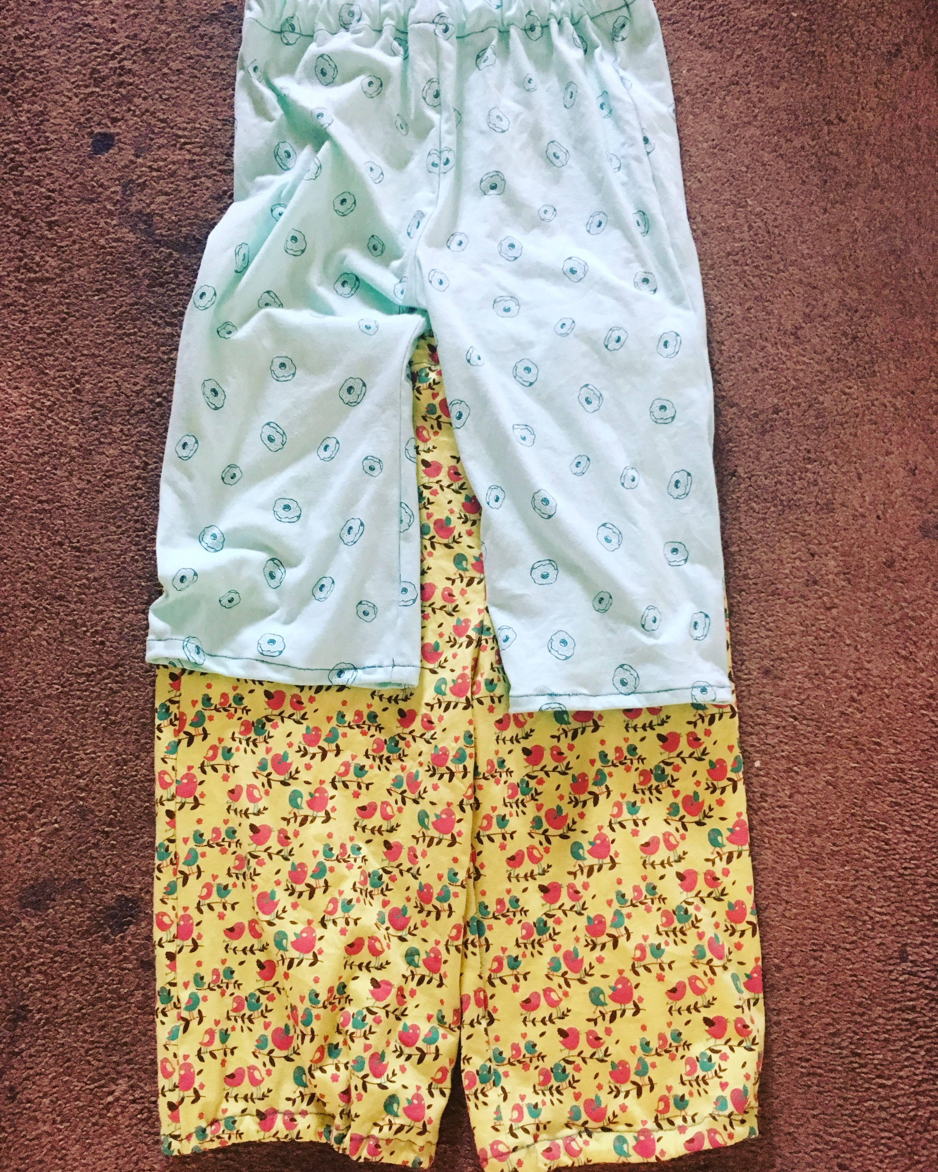 Another pair of #easypjpants for the eldest & the girly - this time out of these cute #donuts and #birds #jerseyfabric :) #sewing