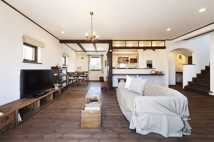 シックなグリーンの外観とカフェ風の内装が素敵な家 インテリア