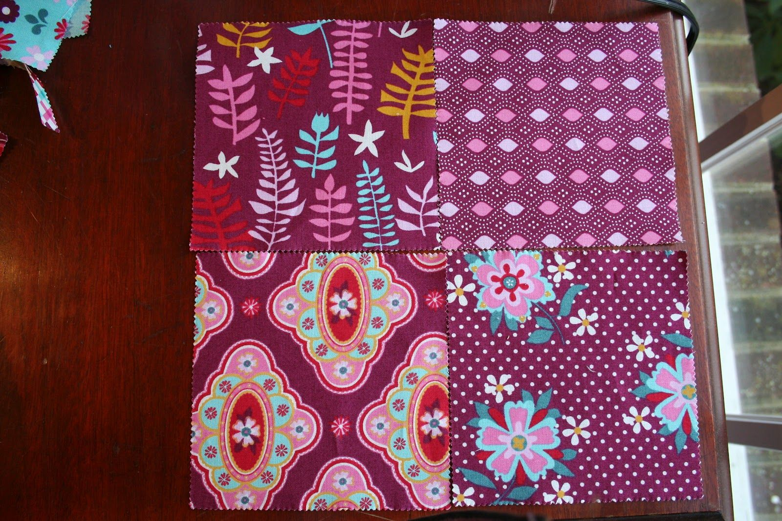 Vinyl lined bag from quilted placemat. Tutorial by lorrie