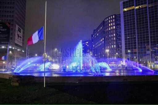 "Rotterdam..Hofplein ""Pray for Paris ""....13-11-2015..L.Loe"