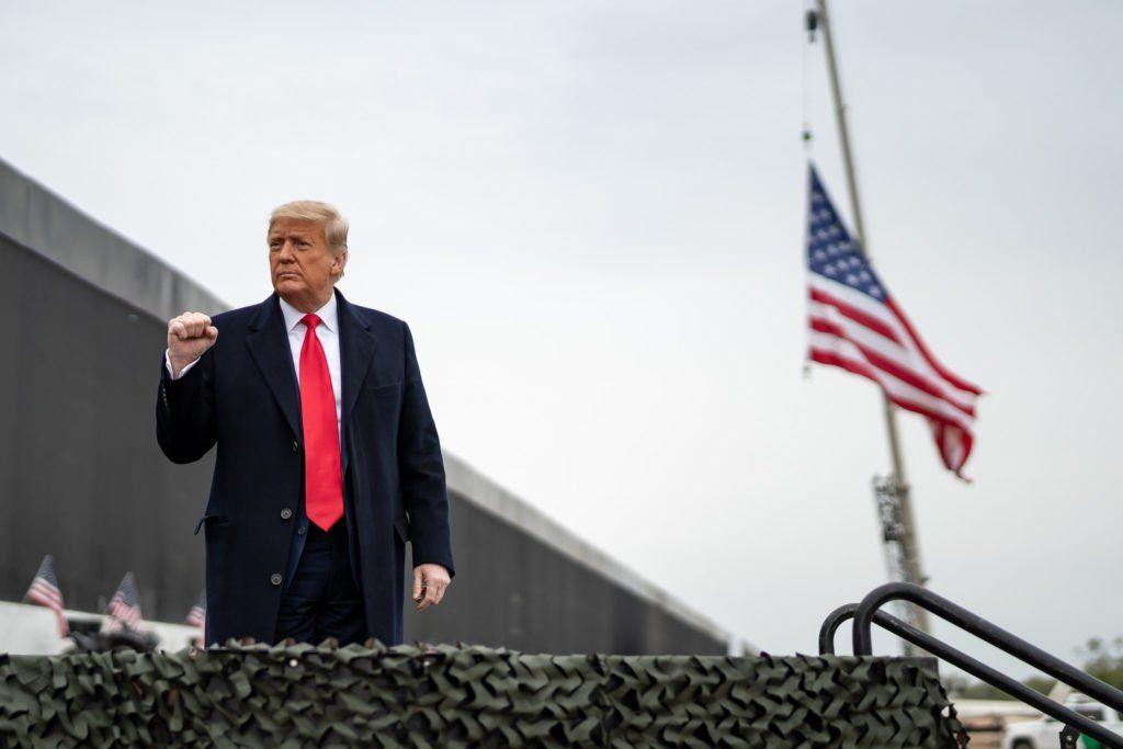 Pin En Donald Trump
