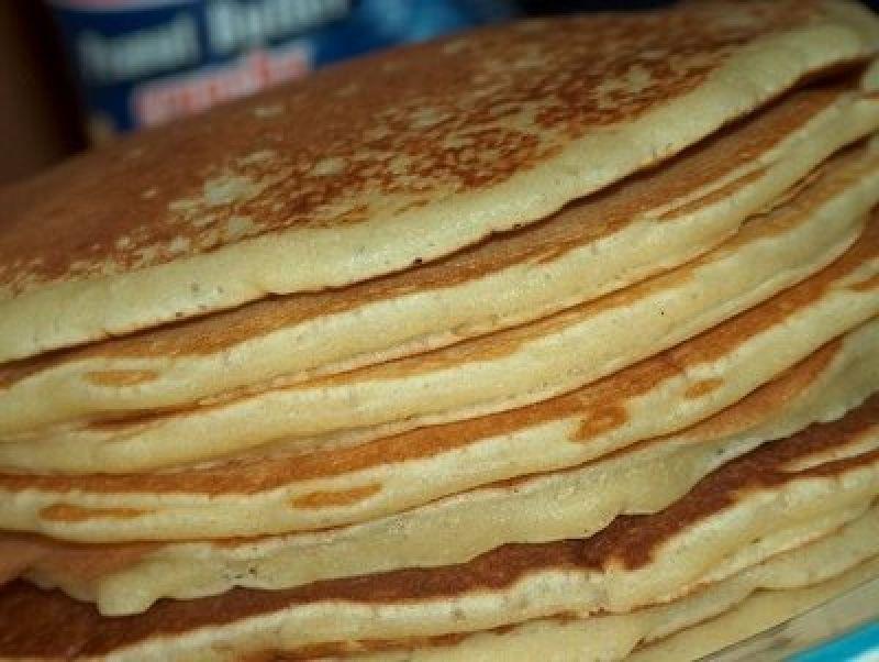 Como fazer panquecas  Veja mais em http://www.comofazer.org/culinaria/como-fazer-panquecas/