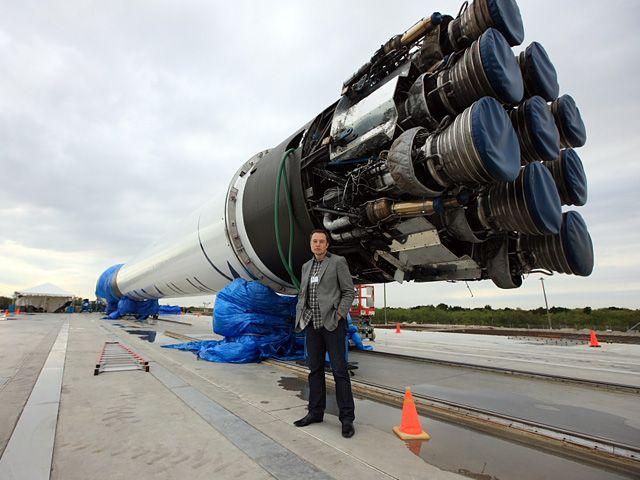 Elon Musk dan Falcon 9 | geek.com