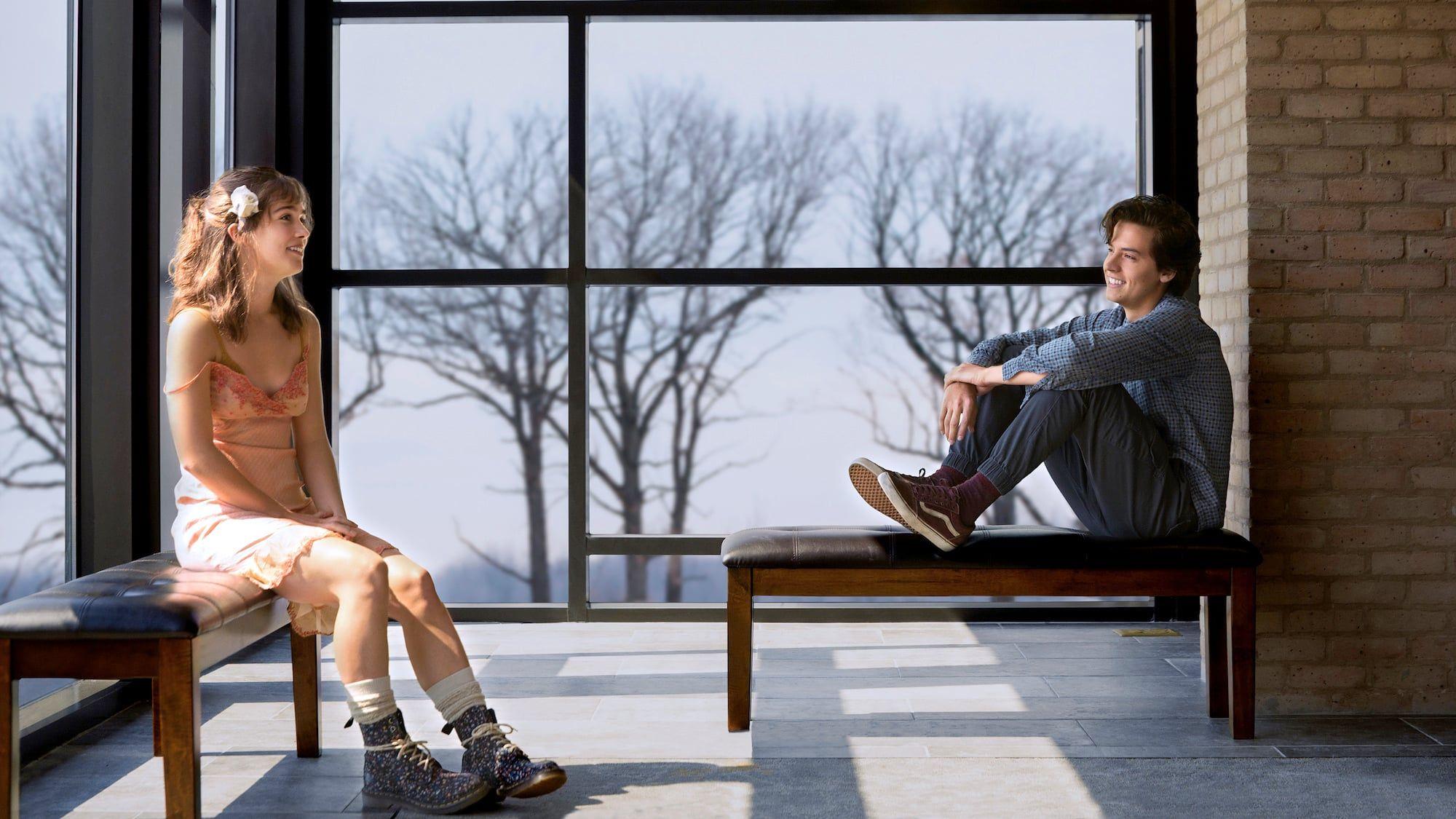 A Cinco Passos De Você Romance Adolescente Com Cole Sprouse Ganha Pôster Nacional Filmes Românticos Filmes De Amor Filmes