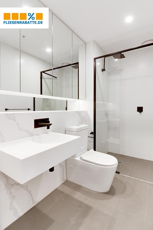 Marmoroptik Fliesen Im Bad Badezimmereinrichtung Badezimmer Innenausstattung Luxusbadezimmer