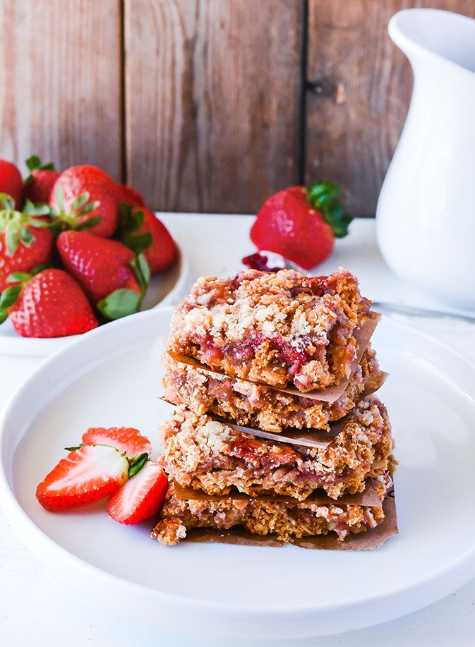 Delicious strawberry oat bars that are melt in your mouth, with fresh homemade strawberry jam that is gluten-free, vegan and refined sugar free.