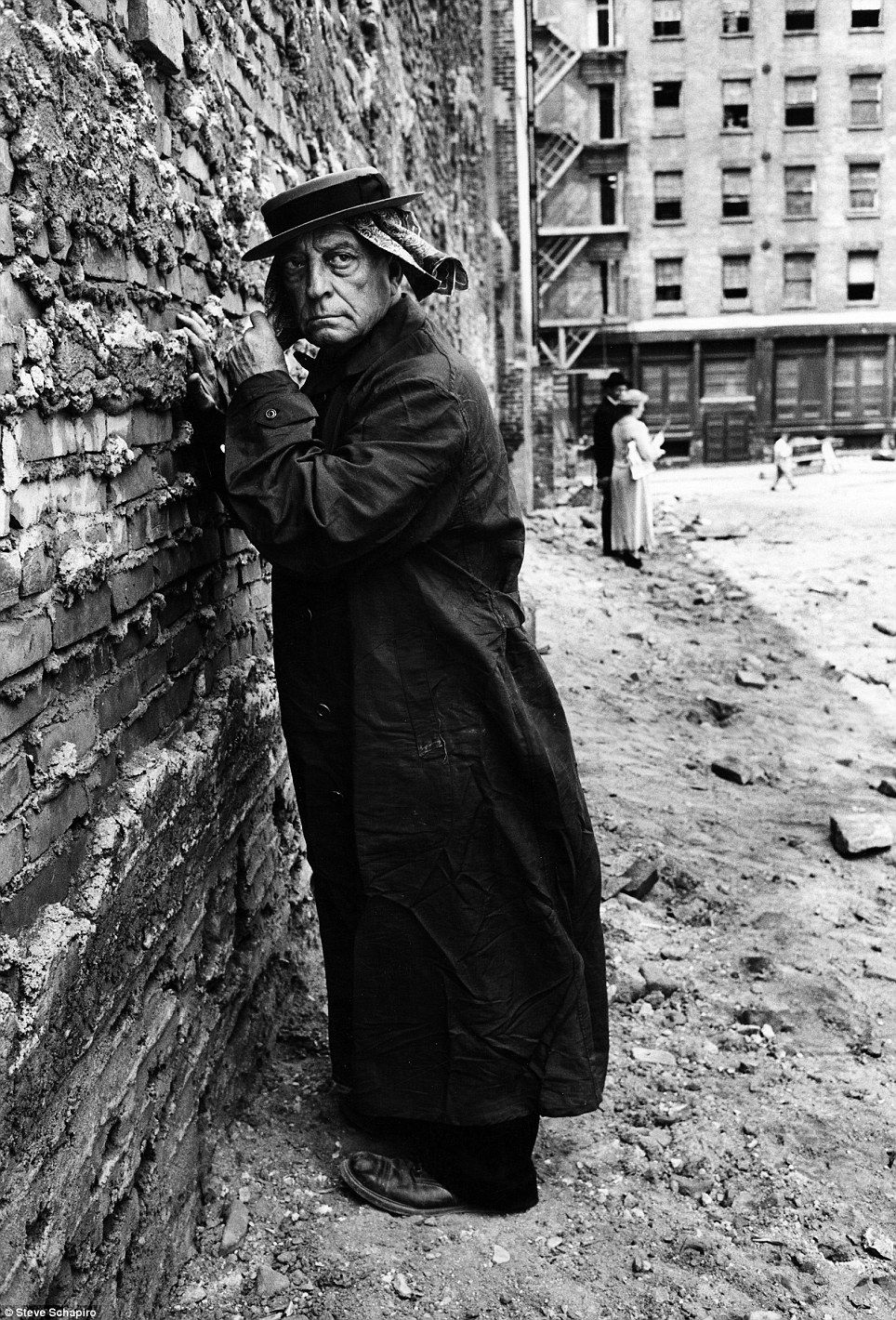 The photography of Steve #Schapiro - Actor Buster #Keaton looks almost as grim as the moody setting as he poses against a wall