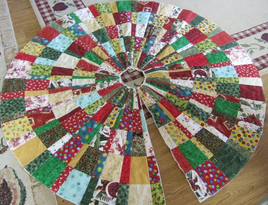 Round Christmas Tree Skirt Quilt Quilts Christmas Tree