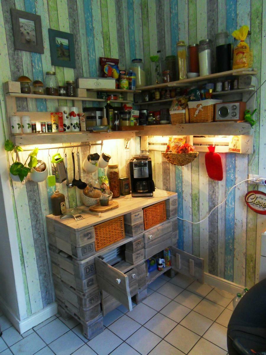 Komplettansicht: Paletten-Küchenschrank und Küchenregal mit ...