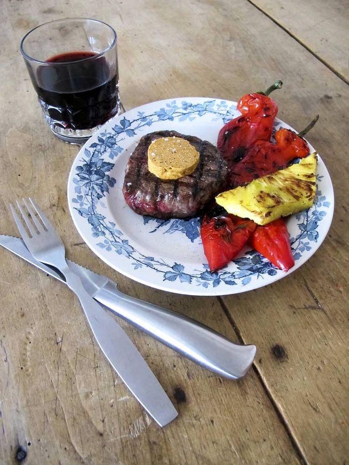 Punaviinisisäfile ja chipotlevoi ovat gourmet-tason grilliannos.