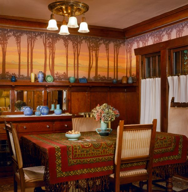 A digitally printed frieze was commissioned from Bradbury & Bradbury for a Seattle dining room.  Photo: William Wright