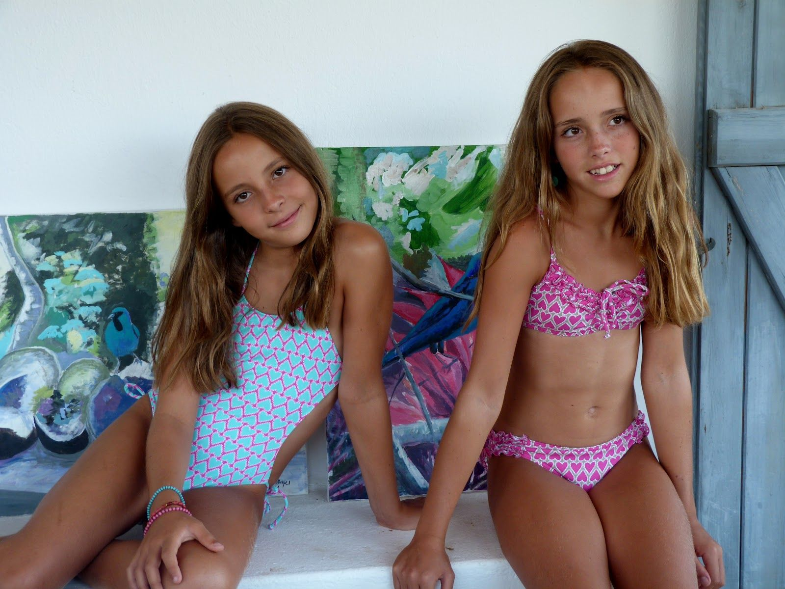 Young girls bikini candy — photo 2