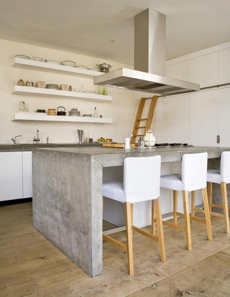 Plan de travail béton ciré pour l\'îlot de la cuisine design