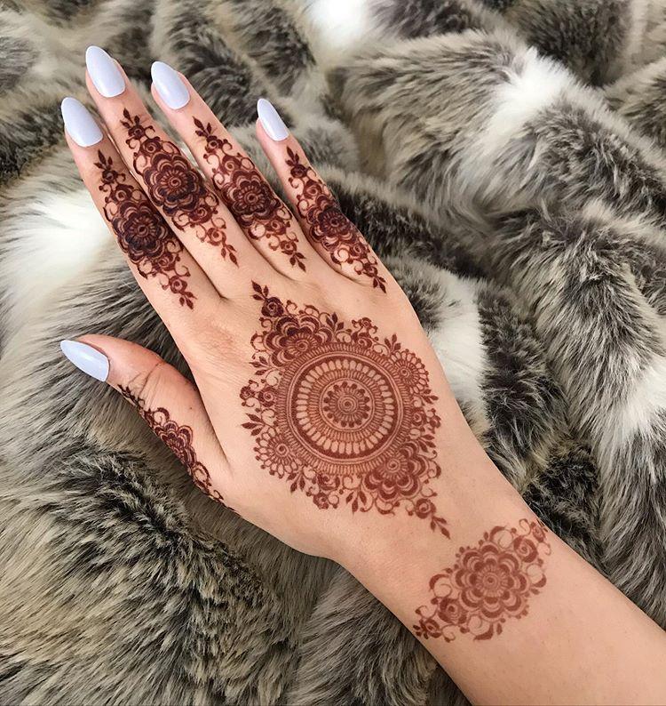 Prettiest Floral Mehendi Designs For The Trendsetter Brides Henna Flower Designs Pretty Henna Designs Modern Mehndi Designs
