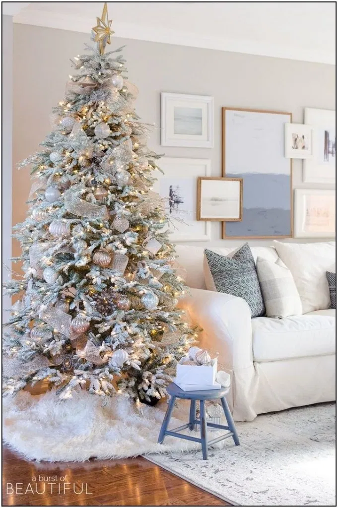 64 Stunning Christmas Decor Ideas With Farmhouse Style For Living Room Pag Christmas Decorations Living Room Farmhouse Christmas Decor Farmhouse Christmas Tree