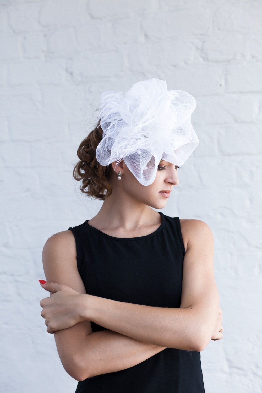 White Fascinator Hat With An Ostrich Feather Ceramic Beads And Crinoline Fashion Headpiece Fascinator U White Fascinator Wedding Fascinators Fascinator Hat