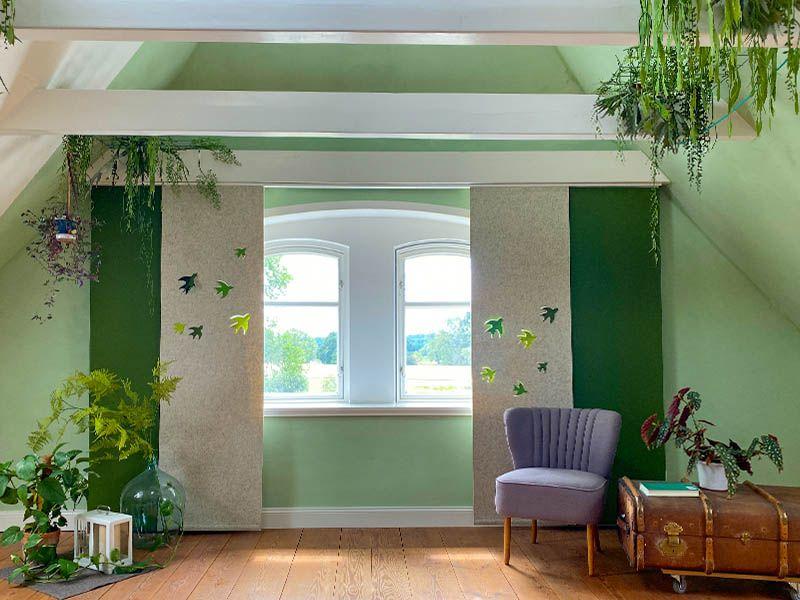 Schiebevorhang Aus Filz Mit Motiv Schwalben Auf Mass Gruner Dchungel Interiordesign In 2020 Vorhange Vorhange Grun Flachenvorhang