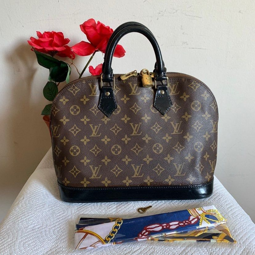100 Authentic Beautiful Alma This Is Preloved Lv Great Bag For Regular Use This Bag Customized With Bla Louis Vuitton Handbags Louis Vuitton Speedy Bag Leather