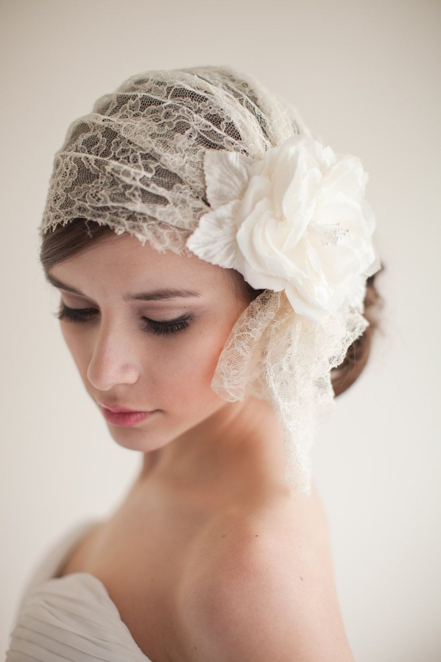 Casquete vintage de novia con flor incorporada en el tocado.  Blog  Innovias 62ef5976658