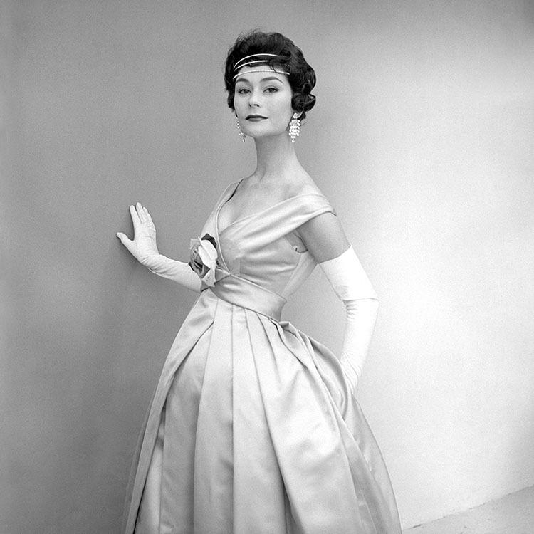 1956 British Fashion Model Anne Gunning Wearing A Dress By Designer Susan Small For British Vogue 1950s 20th Century Photo Women